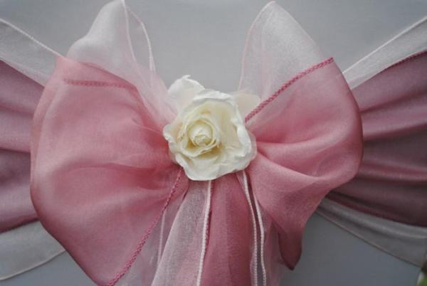 Flower clips for chair cover sash