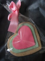 Cookie Favour in heart shape in pink & green