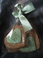 Cookie Favour in mini heart shapes in green with butterfly stamp