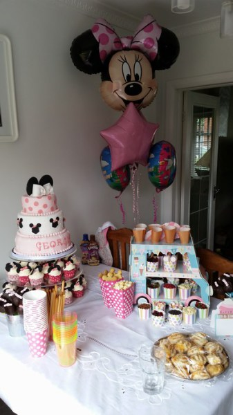 Disney Minnie Mouse party balloons, foil clusters