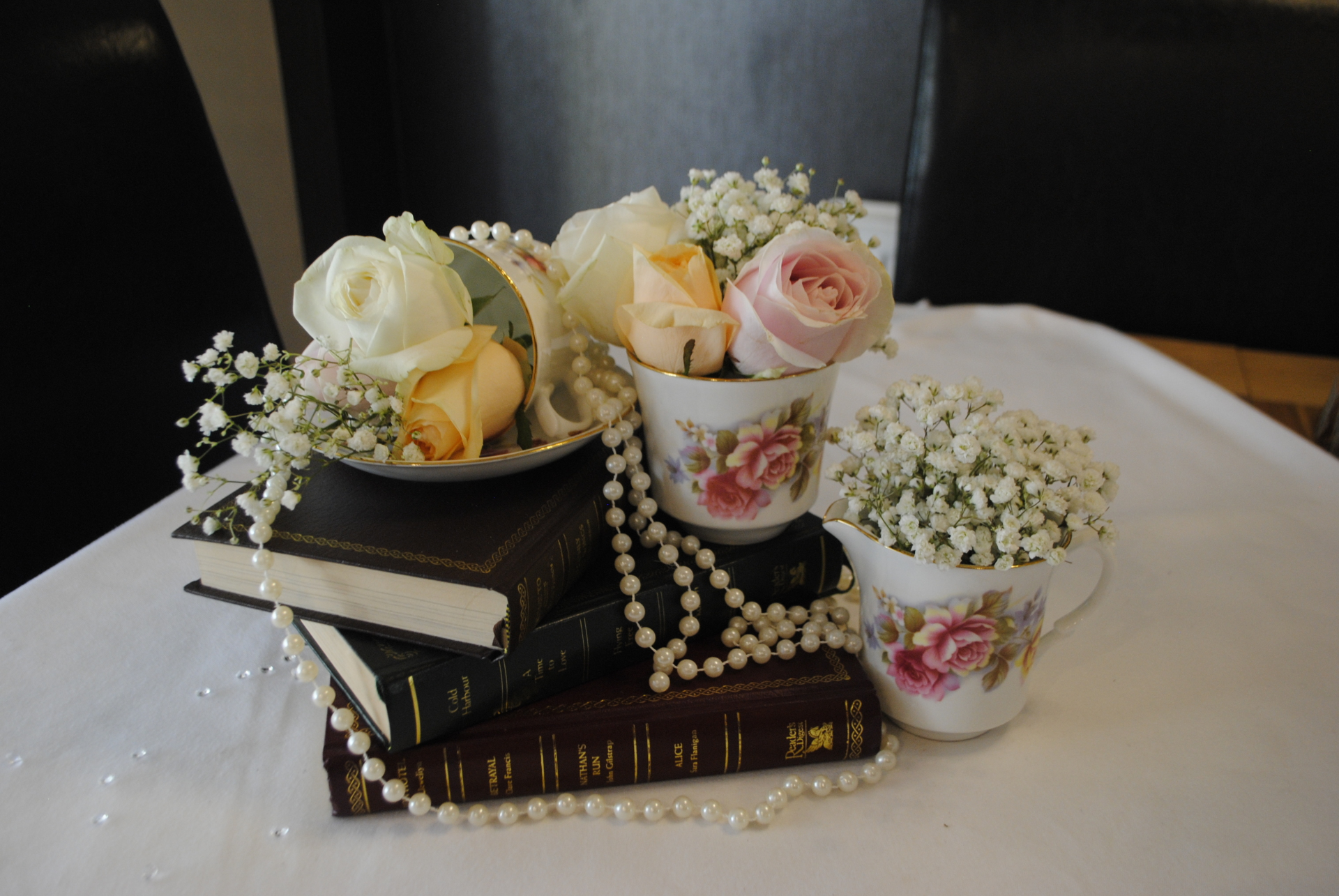 Tea cups with Gypsophila and roses