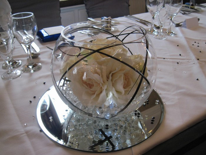 Small Gold Fish Bowls with cream roses & bear grass