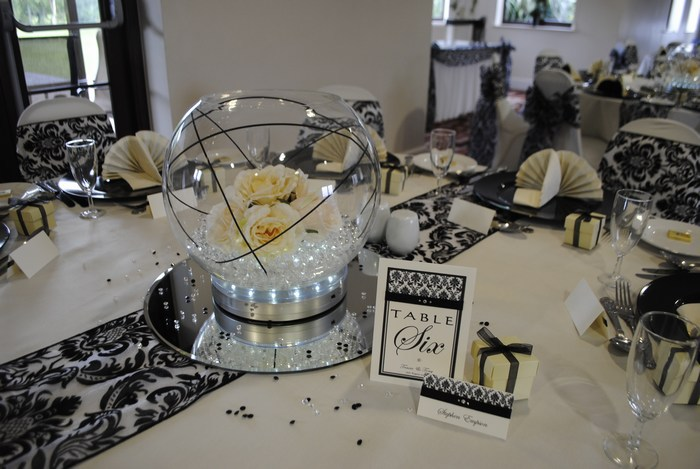 Large Goldfish Bowls with cream rose & black bear grass