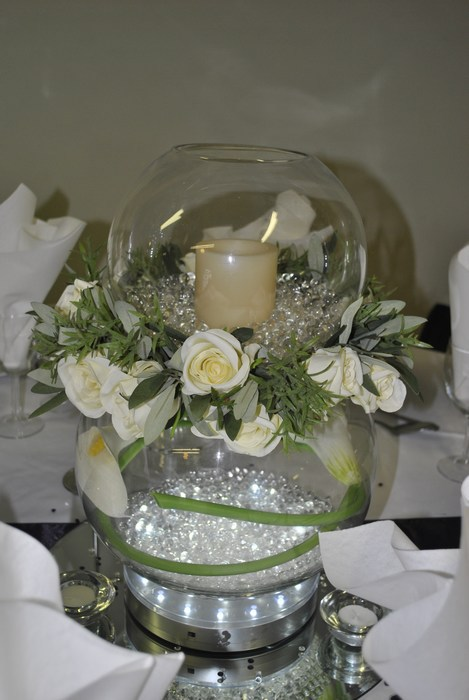 Double Goldfish Bowl calla lilies, cream rose ring and LED candle