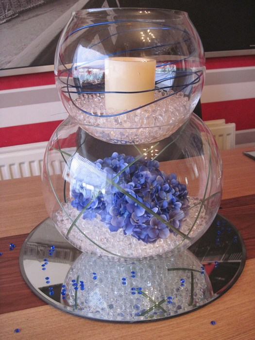 Double Goldfish Bowl blue hydrangea, LED candle and blue coil