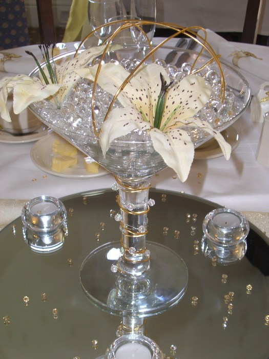 Small Martini cream lilies, gold coil & beads