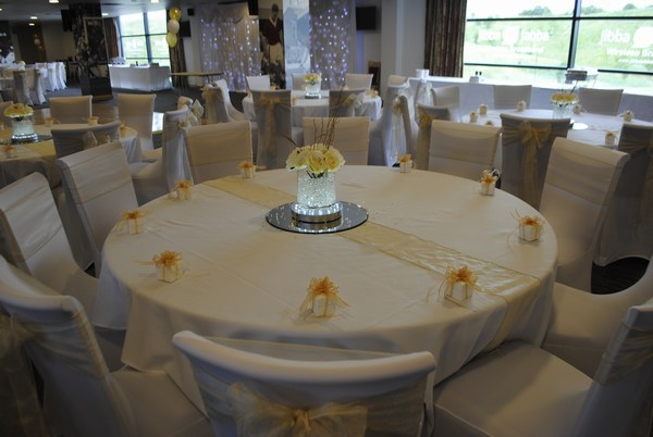 Short Cylinder with cream roses