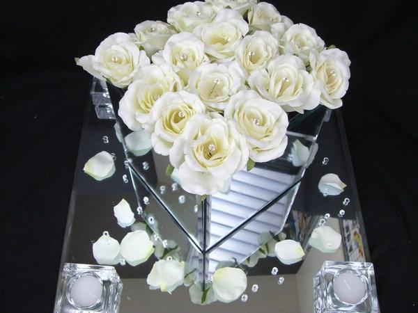 Mirror square with cream roses