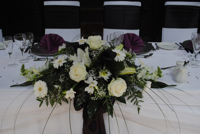 Top/civil table decoration in mixed fresh flowers