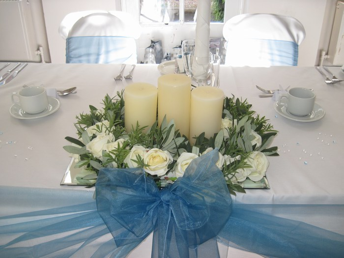 Top/civil table decoration with artificial cream roses & candles
