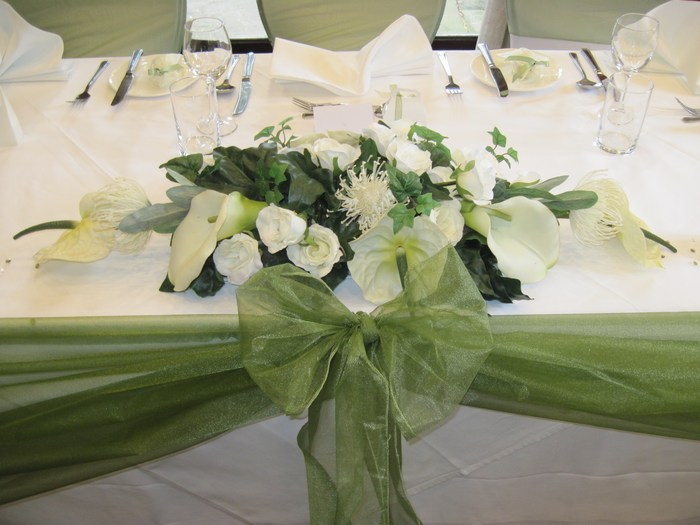Top/civil table decoration in mixed artificial flowers