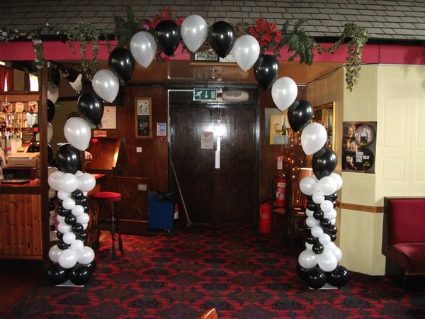 single pearl balloon arch with columns in black & white