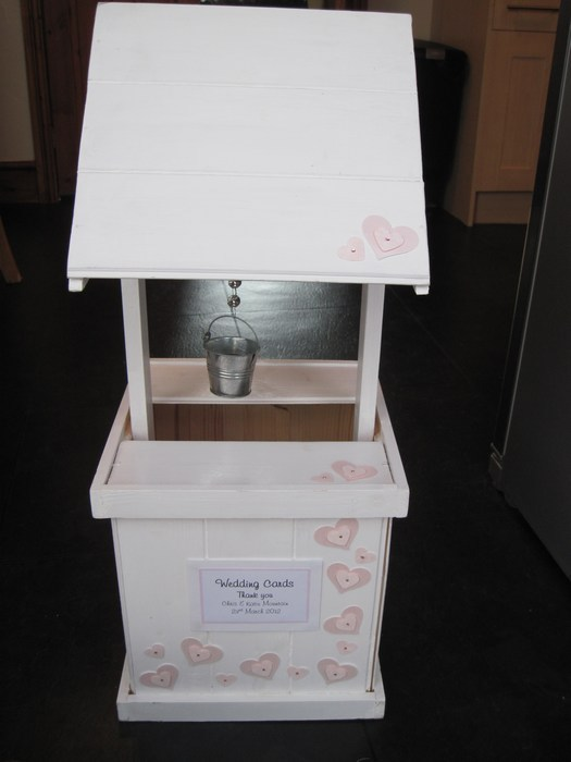 Loveheart wooden wishing well hire