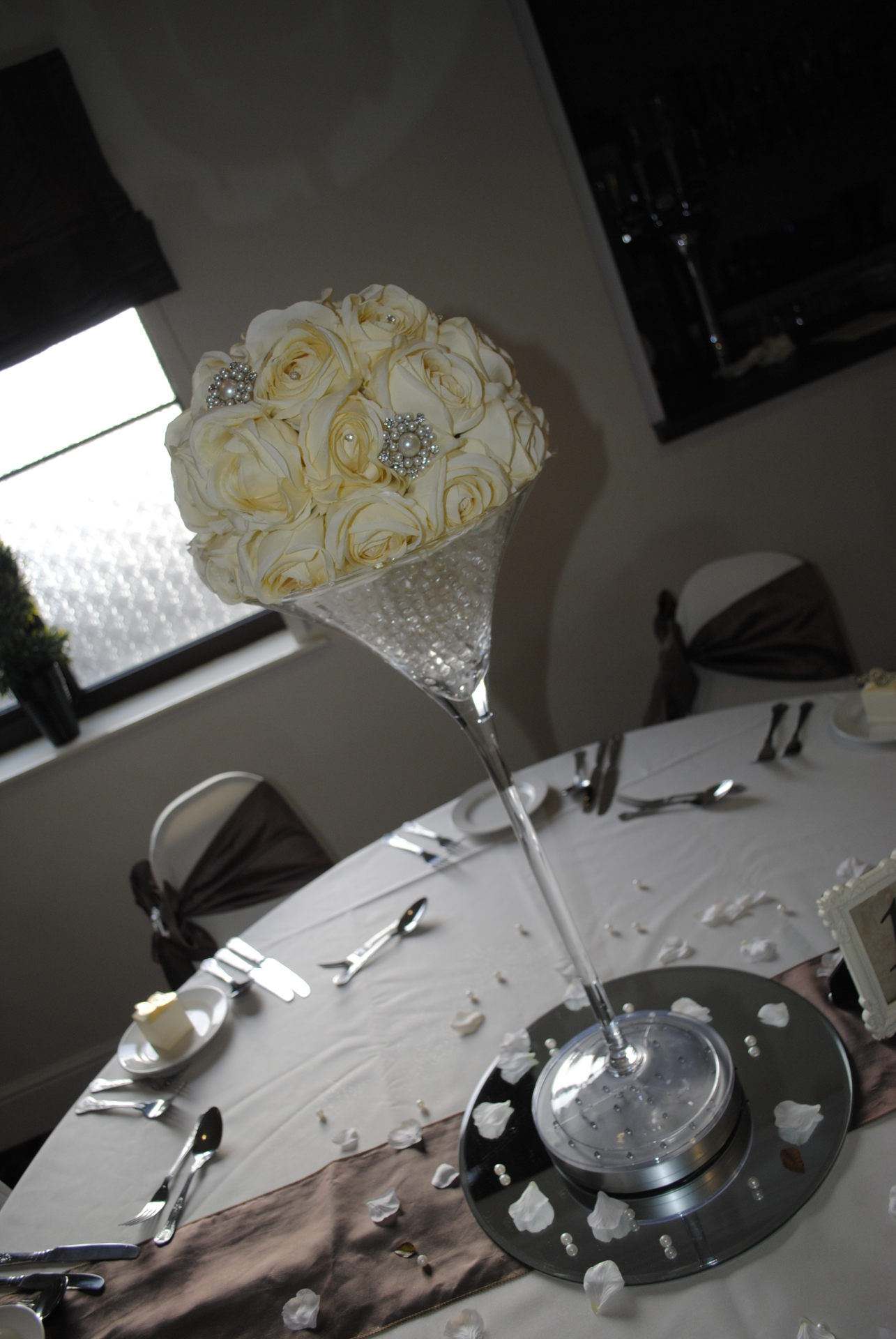 Super Martini cream roses with brooches