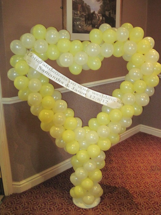 Balloon heart stand in lemon & Ivory