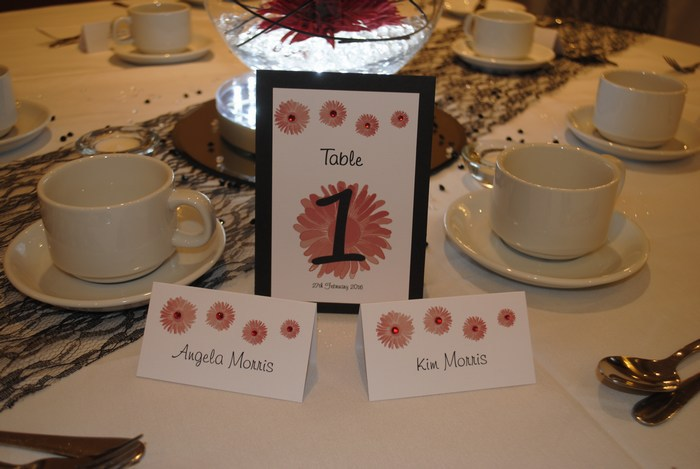Gerbera Groove Table number & Name card