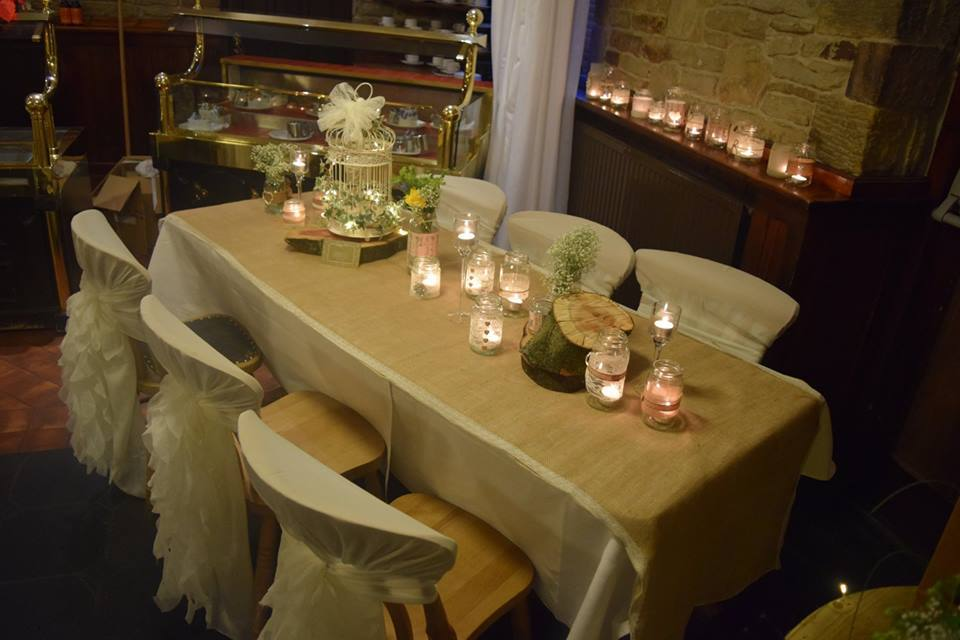 Heesian & lace table runner hire