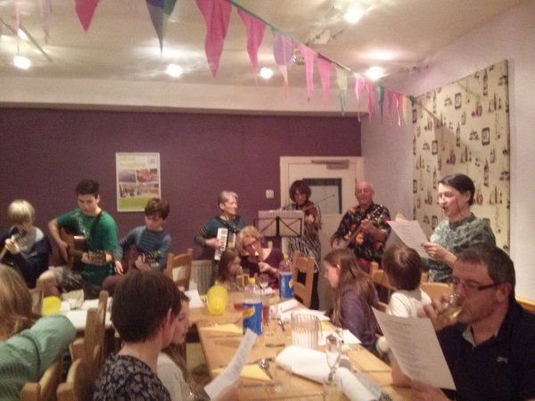 Youth hostels and mountain refuges. Part 1 Food, drink and conversation