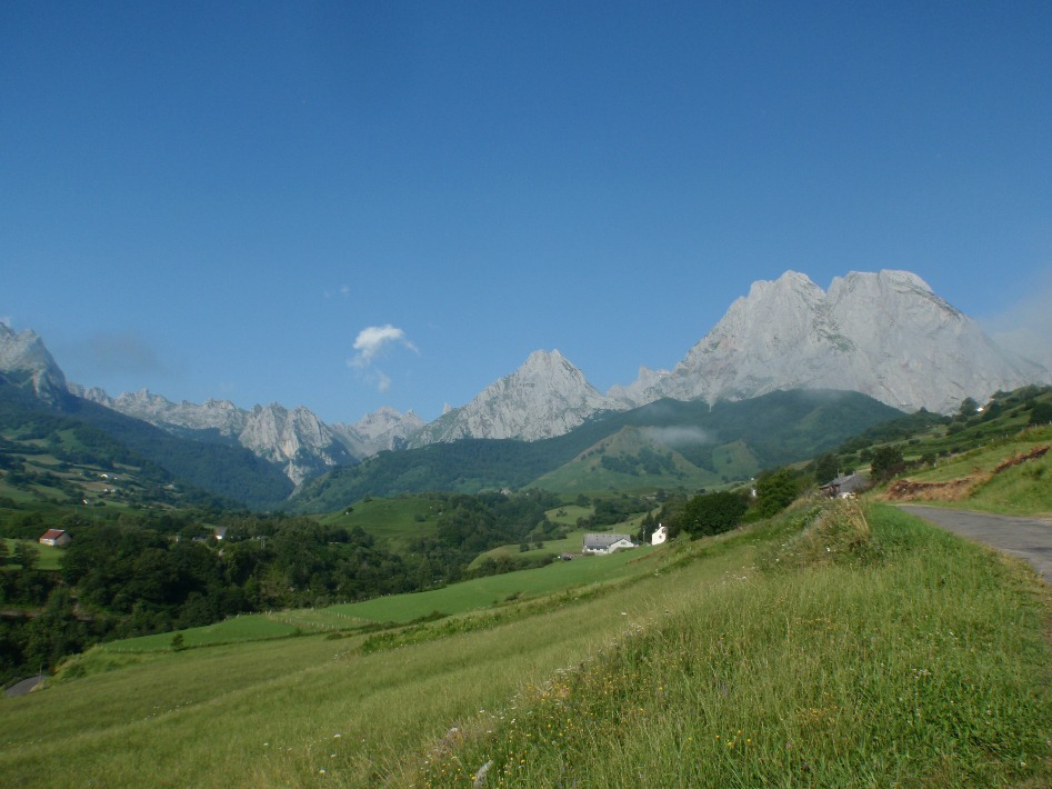 A taste of the Pyrenees: (2) The western High Pyrenees (Pyrénées Occidentales)