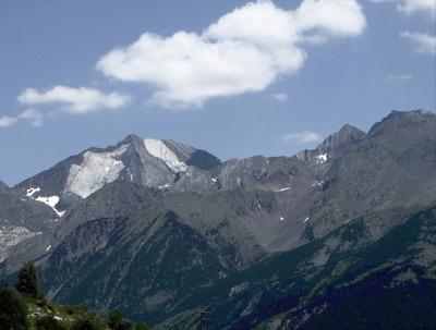 An early season trek through the Spanish Pyrenees