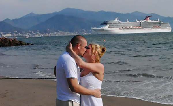 kissing-by-cruise-ship
