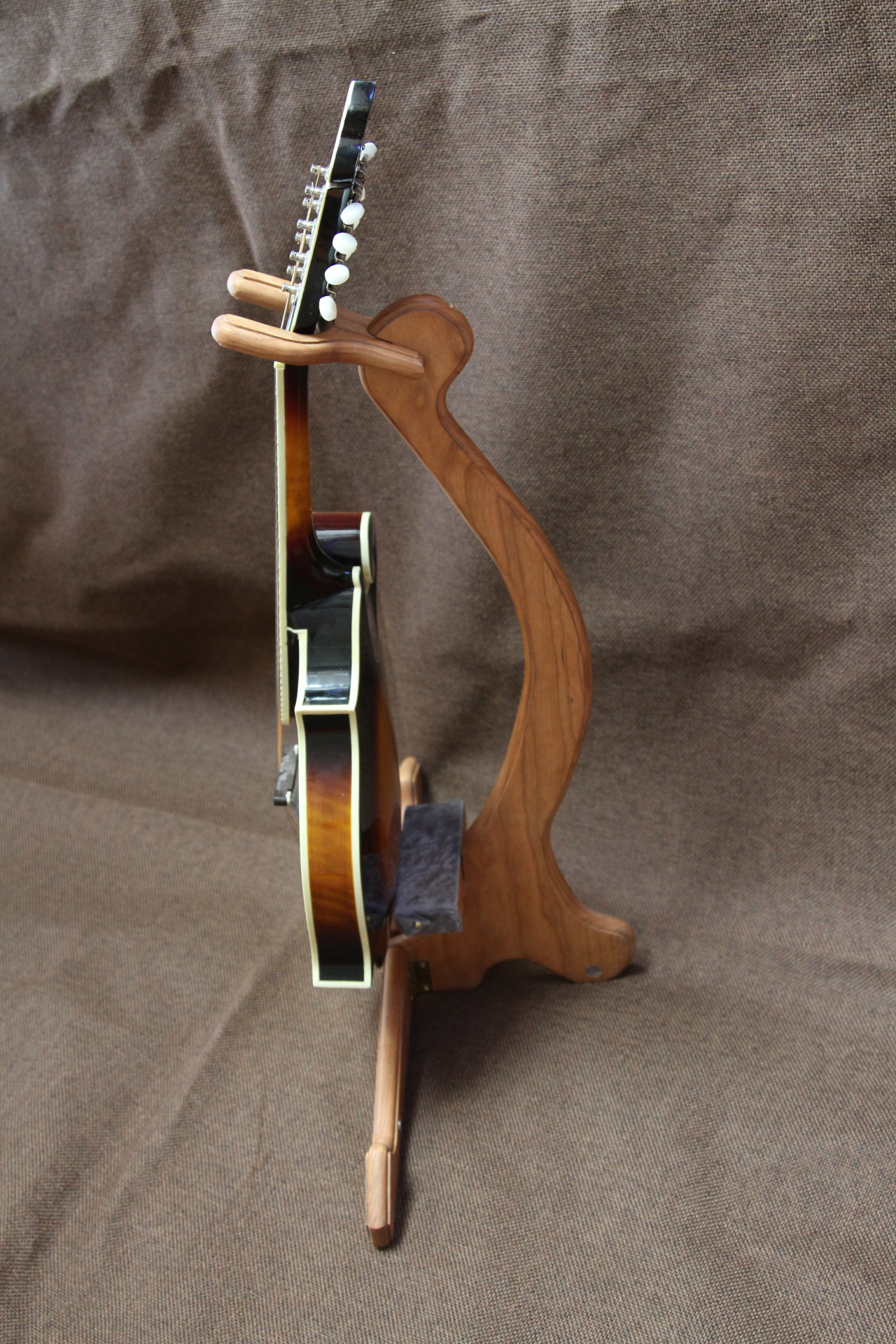 Original cherry instrument stand, small size, side view with mandolin