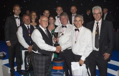 2012 - Fraser Ralley, Derrick Offshore presents to Sportschallenge champions