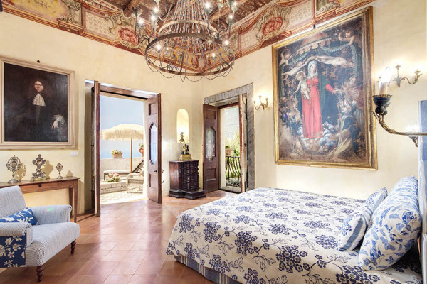 Chandeliers, frescoes, 18th century and Neapolitan tiles