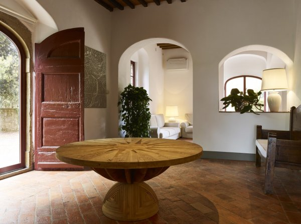 Prepare to be charmed as you enter the foyer. The medieval past is apparent in its beamed ceilings, terracotta floors, and architectural finishes throughout