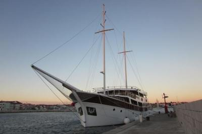 134 Foot Yacht Fully Staffed