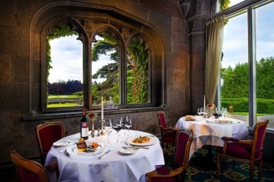 Terrace Dining at The Oak Restaurant