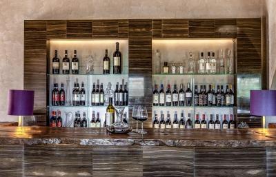 WINE BAR WITH CAVALLI WINES