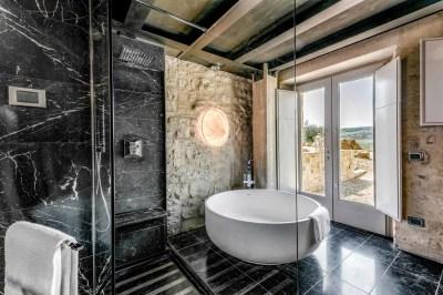 HIDEAWAY SUITE SPA BATH
