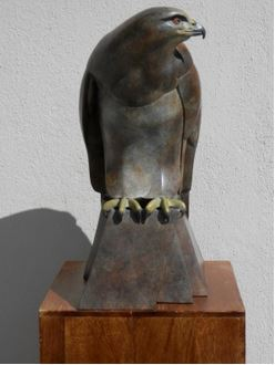 bronze sculpture, buzzard sculpture, British bronze, wildlife art, buzzard art, Ama Menec, Stroud foundry, Castle fine arts foundry.