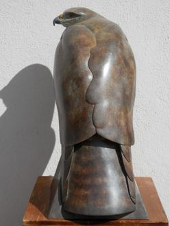 bronze sculpture, buzzard sculpture, British bronze, wildlife art, buzzard art, Ama Menec, Stroud foundry