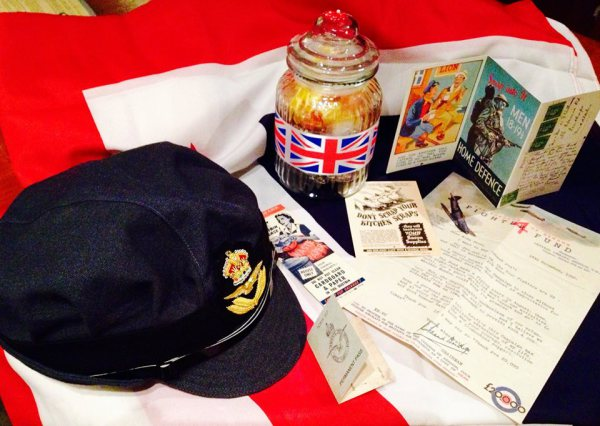 Props and set dressing Stage Style 1940s night