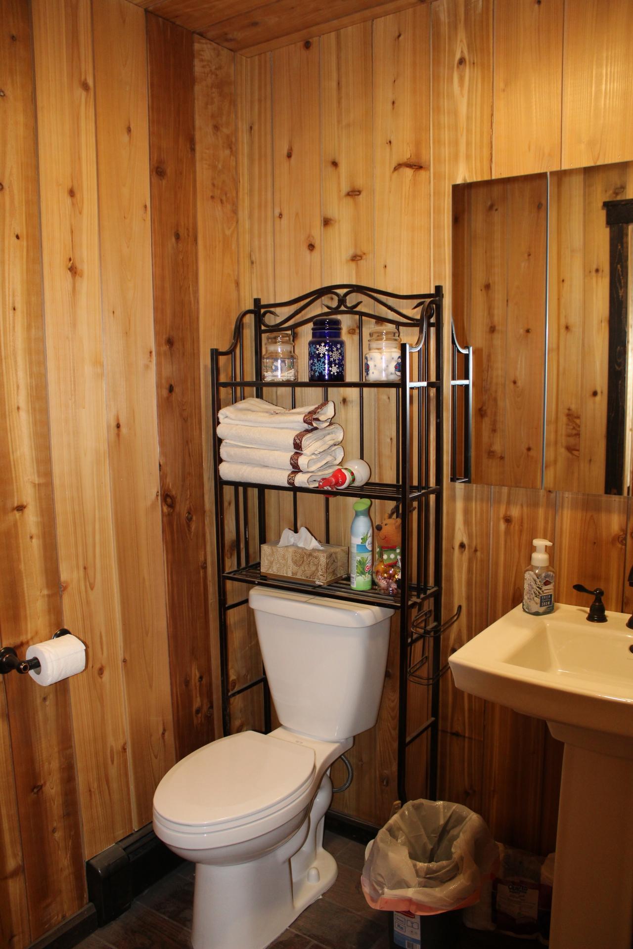 Guest 1/2 Bath
