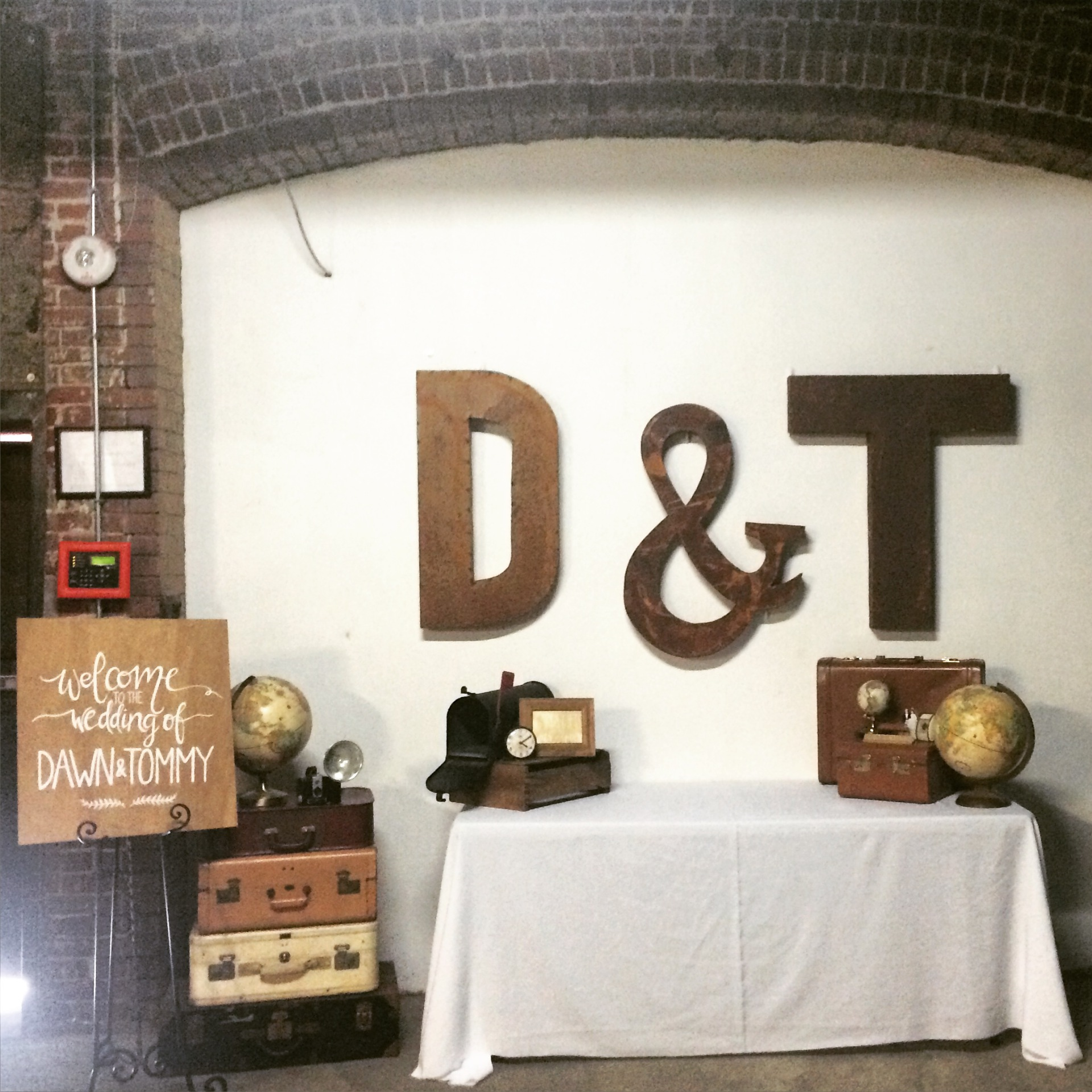 Urban LA gift table set up