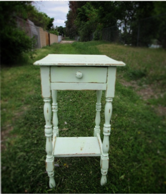 Chippy Vintage Sweet Side Table