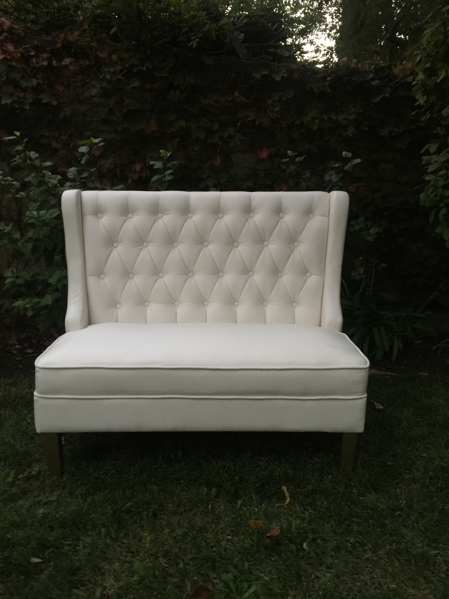 Somerset white tufted settee