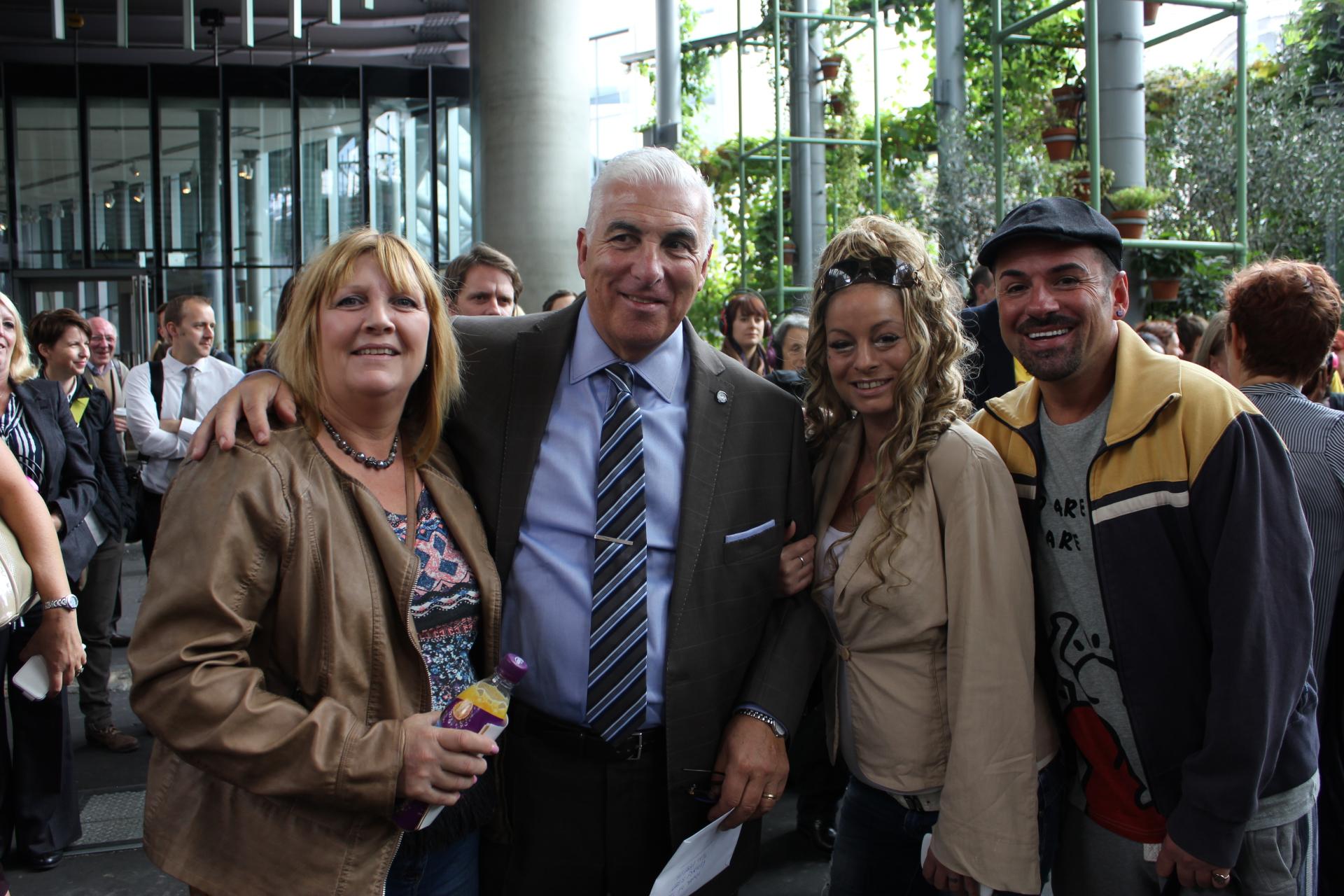 Mick-Winehouse-with-Jenny-Sheree-and-Echo