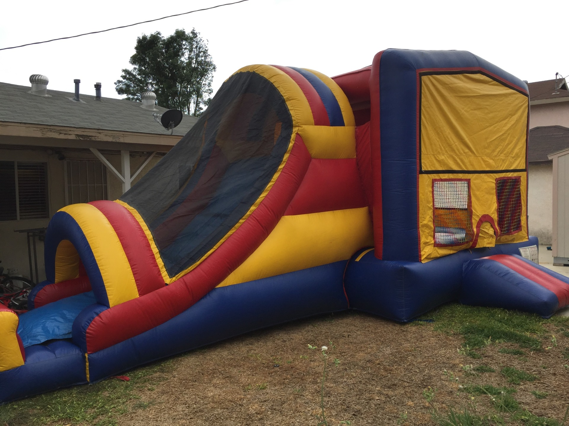BASKETYBALL HOOP, JUMPING AREA, 4 IN 1 COMBO JUMPER, 5 IN 1 COMBO JUMPER FOR RENT, JUMPER WITH SLIDE FOR RENT, COMBO JUMPERS AROUND MY AREA