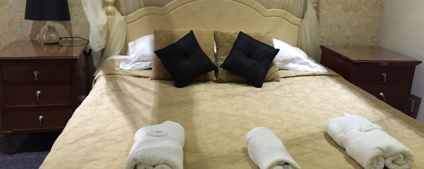 Double Four Poster Bed at the New Oxford Hotel Blackpool.