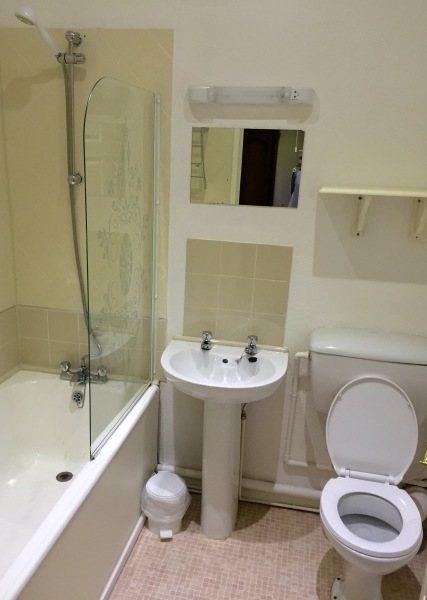The New Oxford Hotel Blackpool Suite Bathroom.