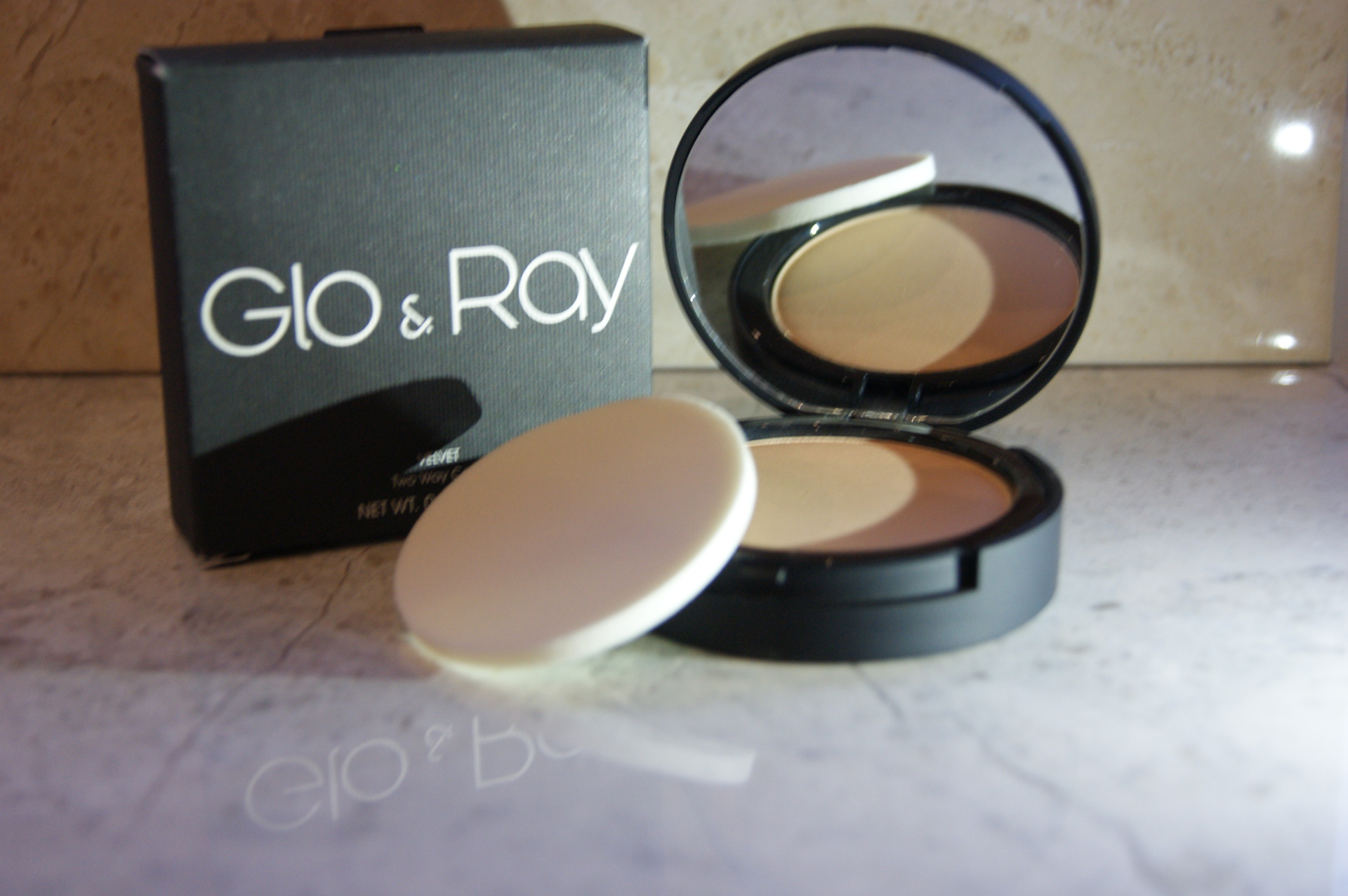 Glo & Ray - Compact Powder - Velvet Two-Way Cake