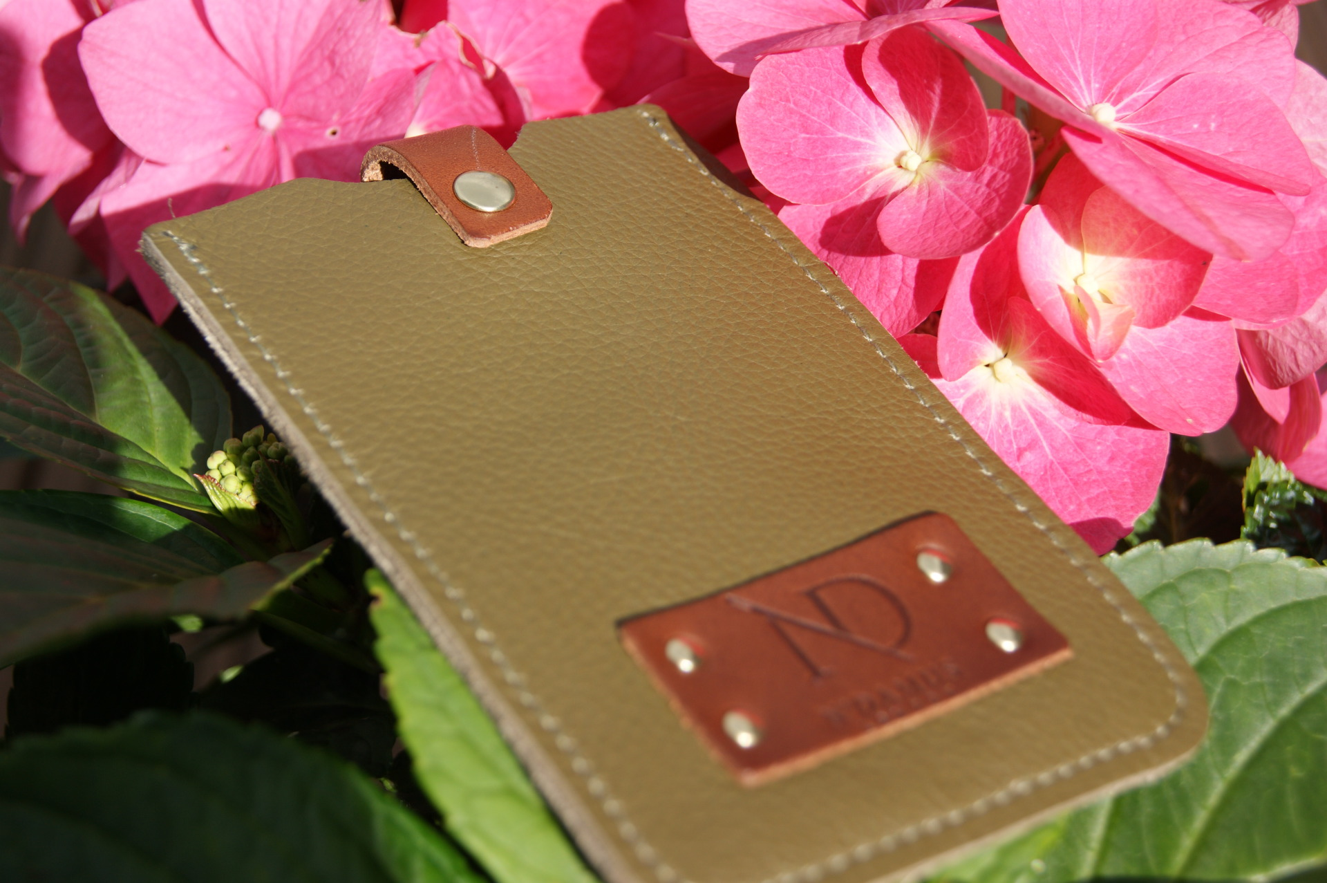 N'Damus London - Leather iPhone Cover - Olive