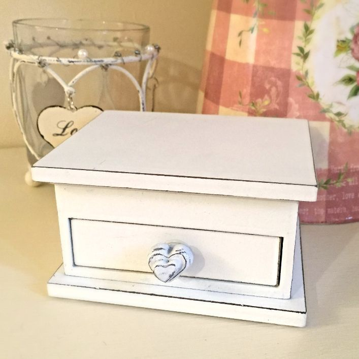 Hearts & Home – Shabby Chic Heart Draw Trinket Box