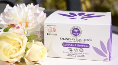 Balancing Jojoba Bead Exfoliator with Geranium & Lavender