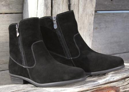Black Sheepskin Boots