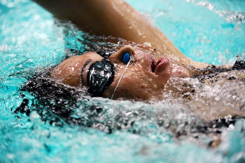 How to de-fog your swimming goggles